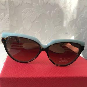 🎀TED BAKER London cat eye sunglasses Authentic